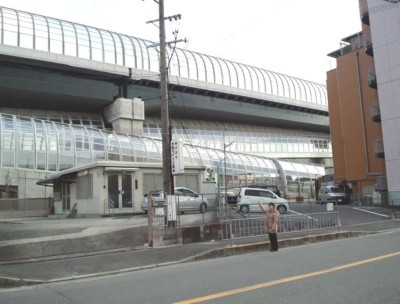 第2京阪・まぶしい防音壁.jpg