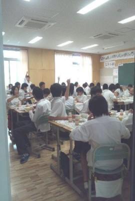 12.7.6中学校給食・視察②.jpg